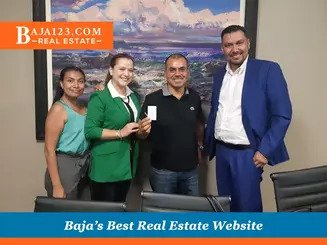 Handing over the keys to clients who bought in Las Palmas