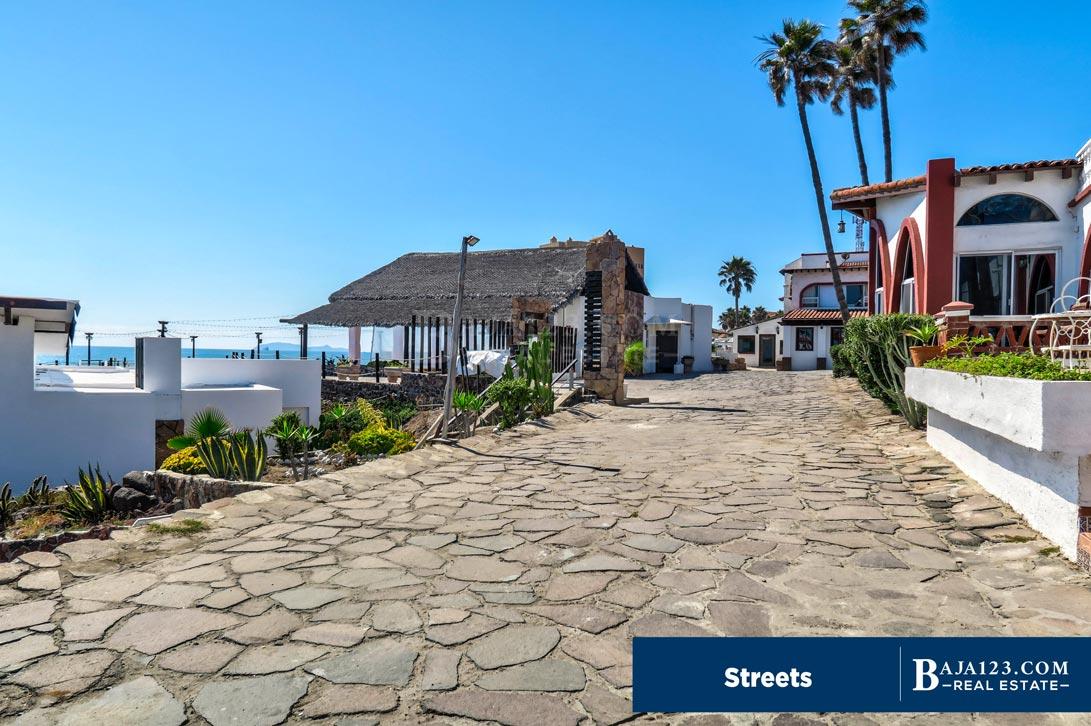 Castillos del Mar Streets and Roads